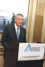 El gobernador José Luis Gioja exponiendo en el almuerzo anual de la AEA