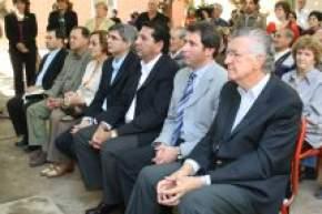 El gobernador Gioja, el intendente Sergio U�ac, el Dr. Clavel de PAMI San Juan, el ministro de Desarrollo Humano Daniel Molina, la diputada nacional Margarita F. de Bartol, el vicegobernador Rub�n U�ac, el gerente de ANSES Franco Aranda