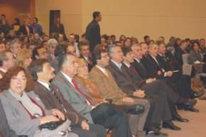 Legisladores provinciales y nacionales en el Centro de Convenciones, junto a las autoridades del Poder Ejecutivo y Legislativo Provincial