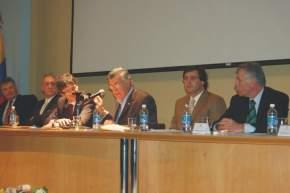 El gobernador José Luis Gioja da la bienvenida a los asistentes al 5º Congreso de Administración Pública