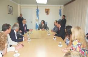 El Vicegobernador J.R. Uñac recibió al Dr. Pedro Picco y estuvieron presentes el ministro de Salud, Oscar Balverdi; el secretario Técnico, González Iaiza; el diputado J.C. Salvadó; la directora del Hosp. M.Quiroga, Susana Rudaeff, y demás funcionarios