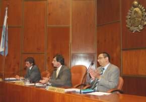 La 2ª Sesión Extraordinaria fue presidida por el titular nato del cuerpo, José Rubén Uñac, junto a los Secretarios Administrativo y Legislativo, doctores Orelo y Baistrocchi