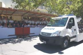 En el desfile, la flamante grúa entregada a la fuerza policial