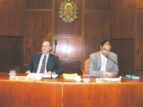 El presidente de la Sala Acusadora, diputado Julio Coll, y el Secretario Administrativo del cuerpo legislativo, doctor Ramiro Orelo