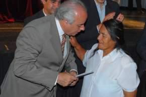 El Intendente de la Ciudad de San Juan, Marcelo Lima entrega una jubilación
