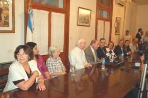 Zaffaroni acompañado por organizadores del Foro y legisladores
