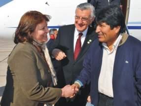 El gobernador José Luis Gioja le presenta al Presidente Evo Morales su esposa, Rosa Palacio