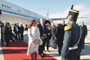 El saludo del jefe de la formación militar a la Presidenta de la Nación