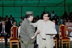 El vicegobernador Uñac entrega un presente a Hogalde