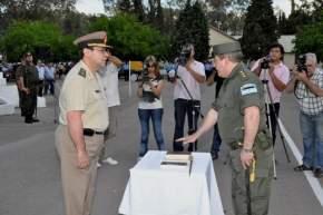 El jefe de la Regi�n III de Gendarmer�a Nacional, Cdte. Gral. Fernando Provasi, toma juramento al nuevo jefe de la X� Agrupaci�n San Juan, Cdte. mayor Alberto Fernando Gonz�lez