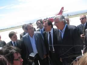 El gobernador Gioja, el secretario de Turismo Elizondo y directivos de la empresa MACAIR Jet e invitados en la presentación del nuevo servicio aéreo