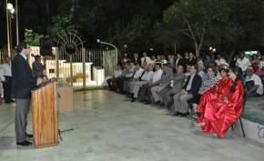 El Vicegobernador Uñac se dirige a los presentes en el acto aniversario