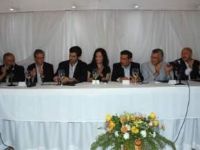 Chilecito: Autoridades en la firma del convenio con el CFI
