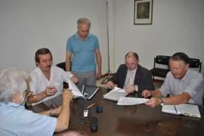 Autoridades universitarias, del gobierno provincial y autores del proyecto