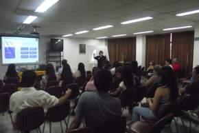La funcionaria chilena disertó para los estudiantes de la carrera de Turismo en San Juan