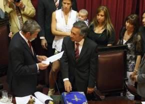 Julio Cobos toma juramento a Roberto Basualdo
