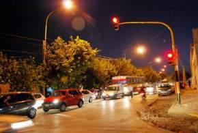 Semáforos en intersección de Av. Rioja y Juan Jufré