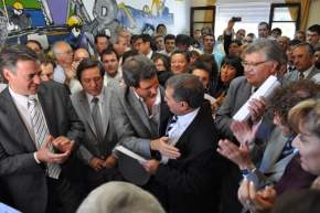 El vicegobernador Sergio Uñac saluda al nuevo subsecretario de Trabajo, Roberto Correa Esbry