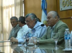 El ministro de Minería Saavedra y el gobernador Gioja en la entrega de designaciones a funcionarios de la cartera minera y del IPEEM