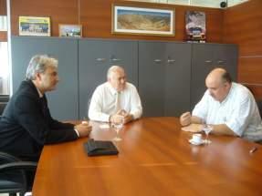 El Ministro de Minería, Felipe Saavedra junto a directivos de Entropy Resources S.A.