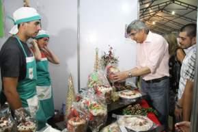 El ministro de Desarrollo Humano y Promoción Social, Daniel Molina recorrió stands advirtiendo la calidad de los productos