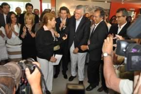 La nueva secretaria de Turismo, profesora Elizabeth Castillo es saludada por las autoridades