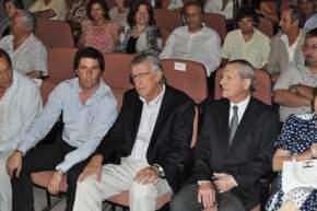 Entre los presentes se contó al Gobernador de la Provincia, José Luis Gioja; el Vicegobernador Sergio Uñac y el Director de Diario de Cuyo, organizador del evento, Francisco B. Montes y familia