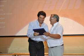 Al ser distinguidas las instituciones deportivas, el vicegobernador Sergio Uñac, representó a la dirigencia de clubes que participaron del Mundialito Infantil