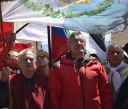 El Embajador de Chile en Argentina, el Gobernador de San Juan y el Intendente de la Capital, entonando los himnos de ambos países