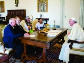 El papa Francisco recibió en audiencia al argentino Adolfo Pérez Esquivel, premio Nobel de la Paz de 1980, y al líder de la comunidad indígena Qom, Félix Díaz