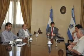 El vicegobernador en ejercicio del P.Ejecutivo, Sergio Uñac recibió a representantes de la Construcción y Camioneros