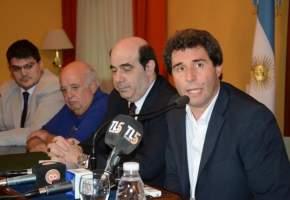 En conferencia de prensa, U�ac, acompa�ado por Alcoba, Lima y D�az anunci� el adicional de emergencia