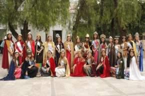 Representando distintas festividades de diversos lugares de Argentina, 27 reinas llegaron a San Juan