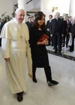 El Papa cuando advirtió la férula que llevaba Cristina por el esquince que sufrió en el tobillo izquierdo, le dijo
