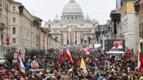 La Plaza San Pedro y las calles adyacentes estuvieron colmadas de gente