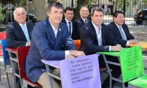 Uñac, Lima y Bullrich y demás funcionarios en Casa de Sarmiento