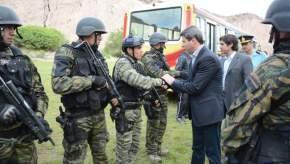 El gobernador saluda a los integrantes del GERAS