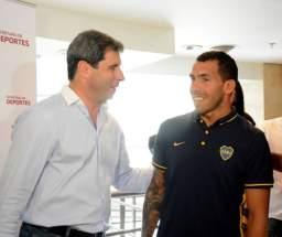 El gobernador Uñac agradeció a Carlitos Tevez por su solidaridad y humildad