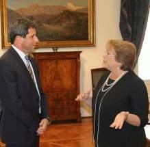 La presidente de Chile, Michelle Bachelet y el gobernador Sergio Uñac