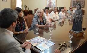 Integrantes de la Asociación Cura Brochero con el gobernador Uñac