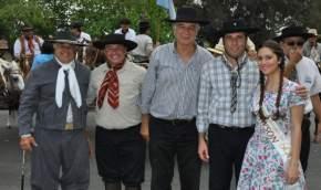 Con el gobernador Sergio Uñac, el vicegobernador Marcelo Lima, el diputado Pablo García Nieto, el intendente Juan Carlos Gioja, la reina de Rawson y el titular de la Federación Gaucha