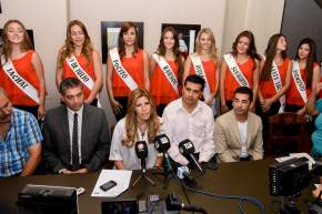 La titular de la Comisión de Reinas, Carolina Muñoz explica sobre el proceso de capacitaciones