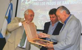 Lima entrega recordatorio a Gioja