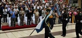 Se retiran las banderas de ceremonia