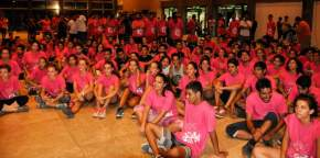 Los artistas que participarán del espectáculo de la noche final de la FNS ensayan en el Auditorio Juan Victoria