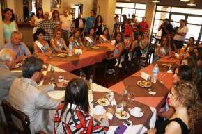 En el Hotel Aire Andino, el gobernador Uñac, el vicegobernador Lima, la ministra Grynszpan desayunan con las candidatas a Reina Nacional del Sol 2016