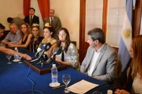 La ministra de Turismo y Cultura, Claudia Grynszpan da detalles de los premios
