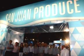 El gobernador Uñac con los integrantes del Ministerio de la Producción