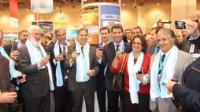 El gobernador Sergio Uñac junto a otros mandatarios provinciales, en la PDAC, en Canadá