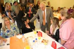 El Dr. Marcelo Lima saluda a las Mujeres legislativas